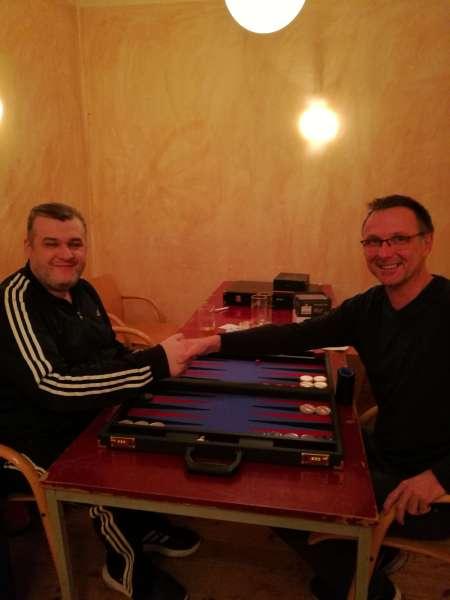 Freundlicher Händedruck vor dem Finale: Igor B (li) und Michael Horchler