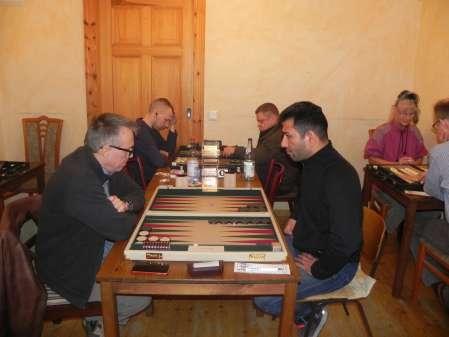 Marcus Selle (li) und der Neuling Hossein Lak aus Luckenwalde, dahinter Paul Schlegel (li) und Frank Maschkiwitz. Rechts Jutta Lange und Frank von Willert