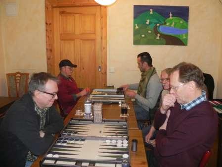 Thomas Frübing (re) und Marcus Selle. Karl Heinz Baatz kiebitzt. Im Hintergrund Carlo Petkovsek (li) und Meisam Jamshidi