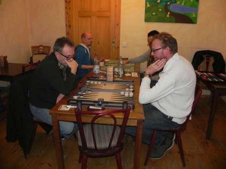 Marcus Selle (li) und Thorsten Miesel. Im Hintergrund Rolf Schüler (li) und Meisam Jamshidi