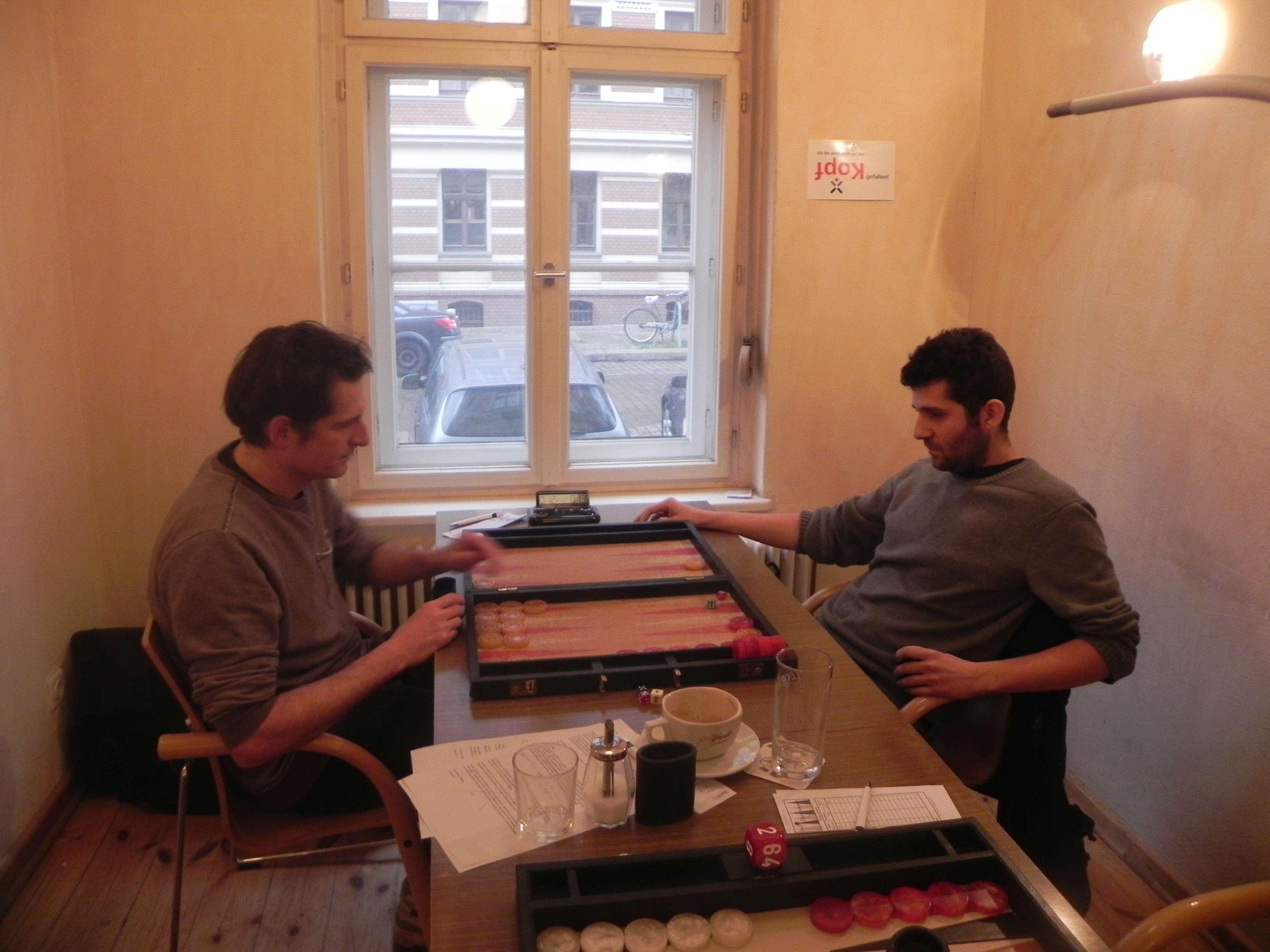 Matthäus Vigl (li) und Cihan Gösku, entspannt