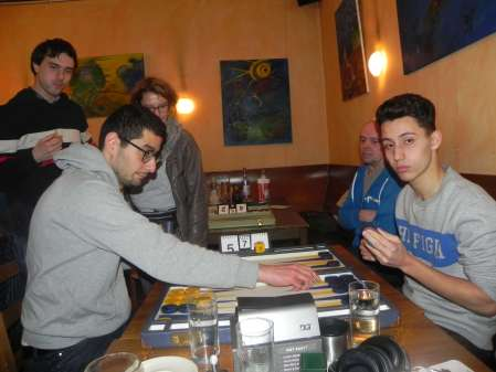 Speedgammon: Ufuk Doğanay (li) und Yonas Brinkmann