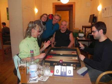 Jutta Lange und Faruk Kocaer. Jürgen Lange, Sabine Brinkmann und Jost Müller-Kreth amüsieren sich beim Aprilturnier