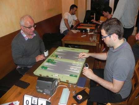 Speedgammon-Halbfinale: Yahya Nikro (li), Faruk Kocaer