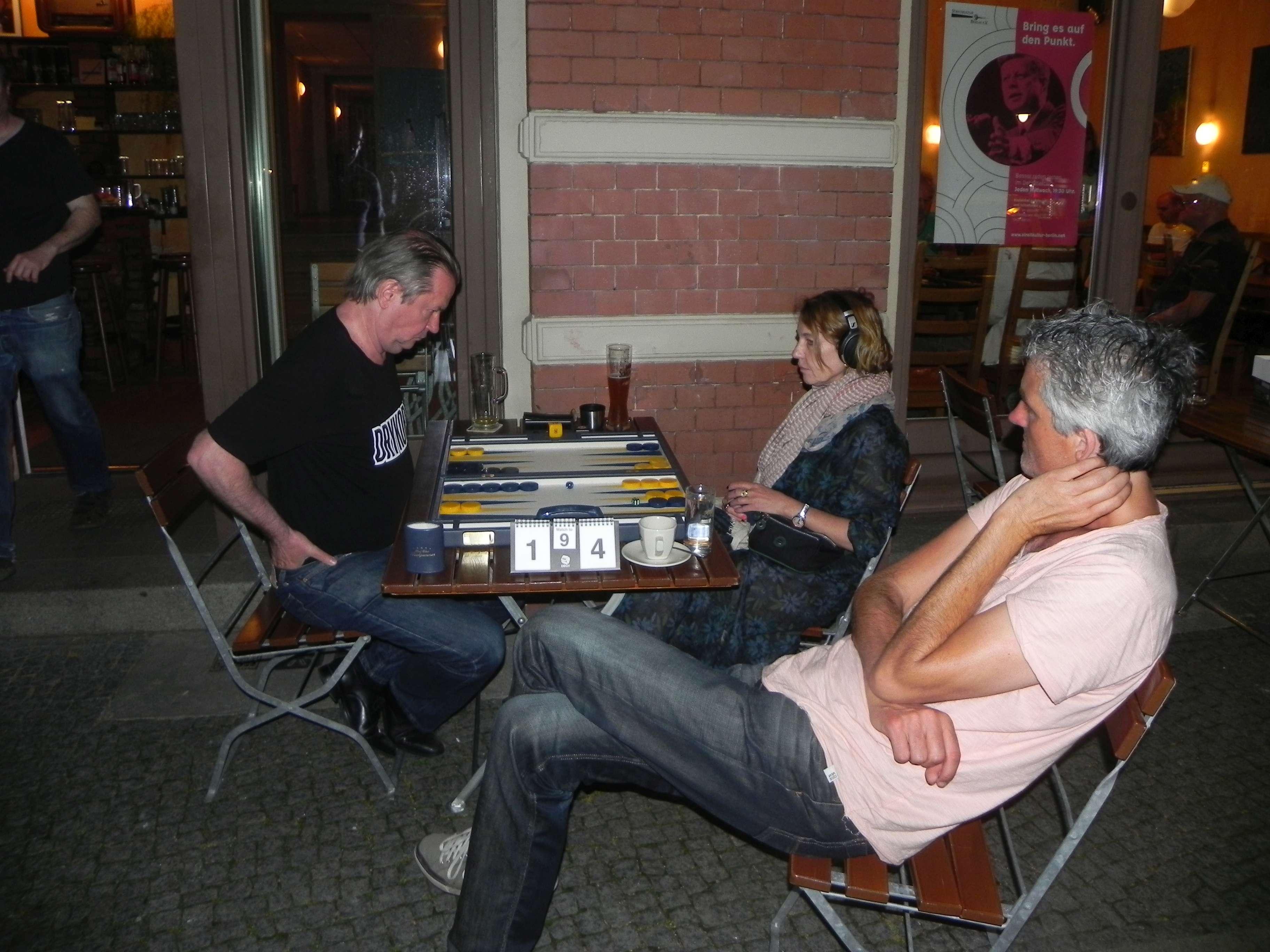 Viertelfinale: Stephan Hartmann und Sabine Brinkmann. Stephan Blancke kiebitzt