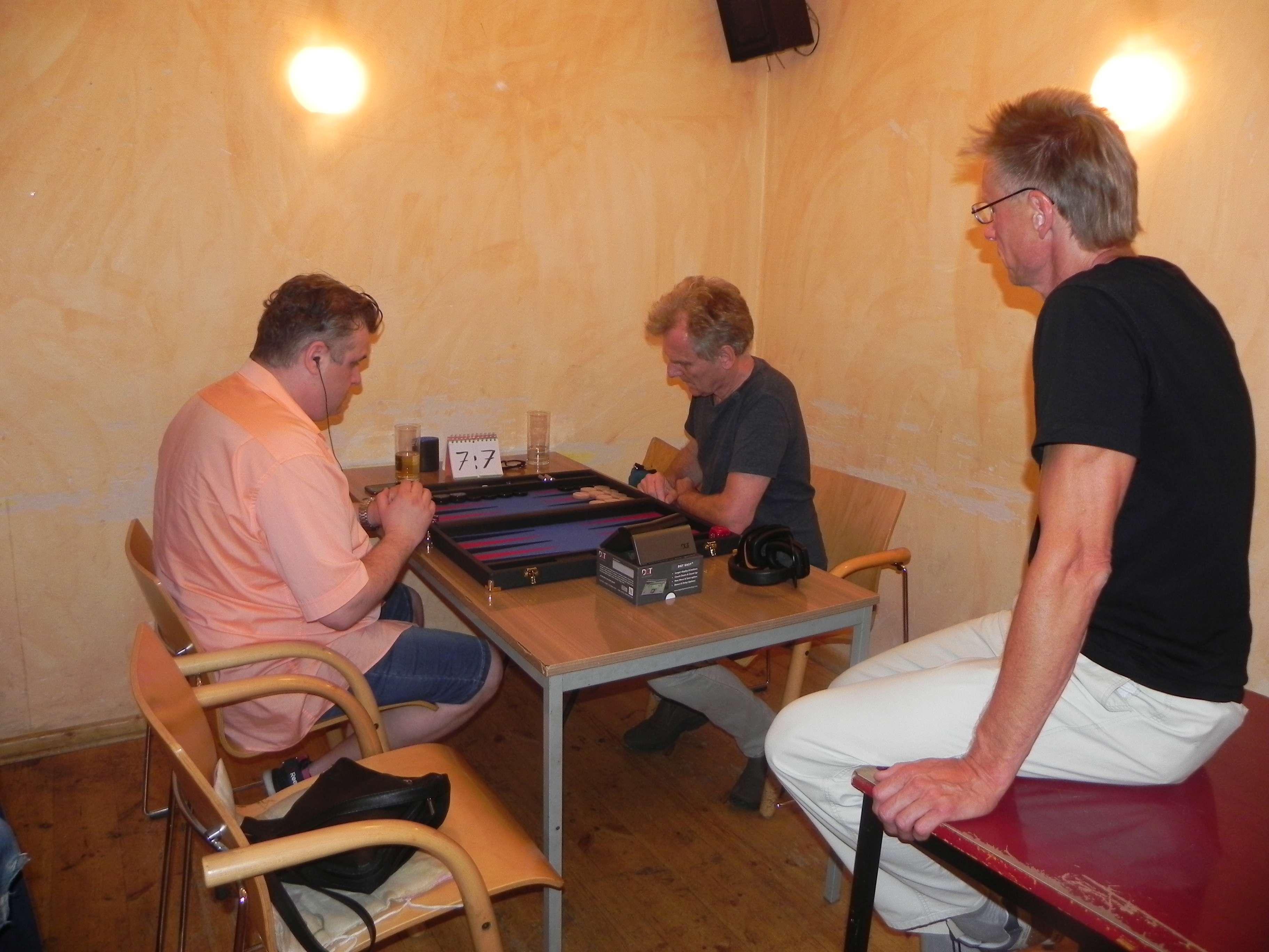 DMP im Viertelfinale: Igor Bakunowizki (li) und Jost Müller-Kreth. Michael Rieder kiebitzt