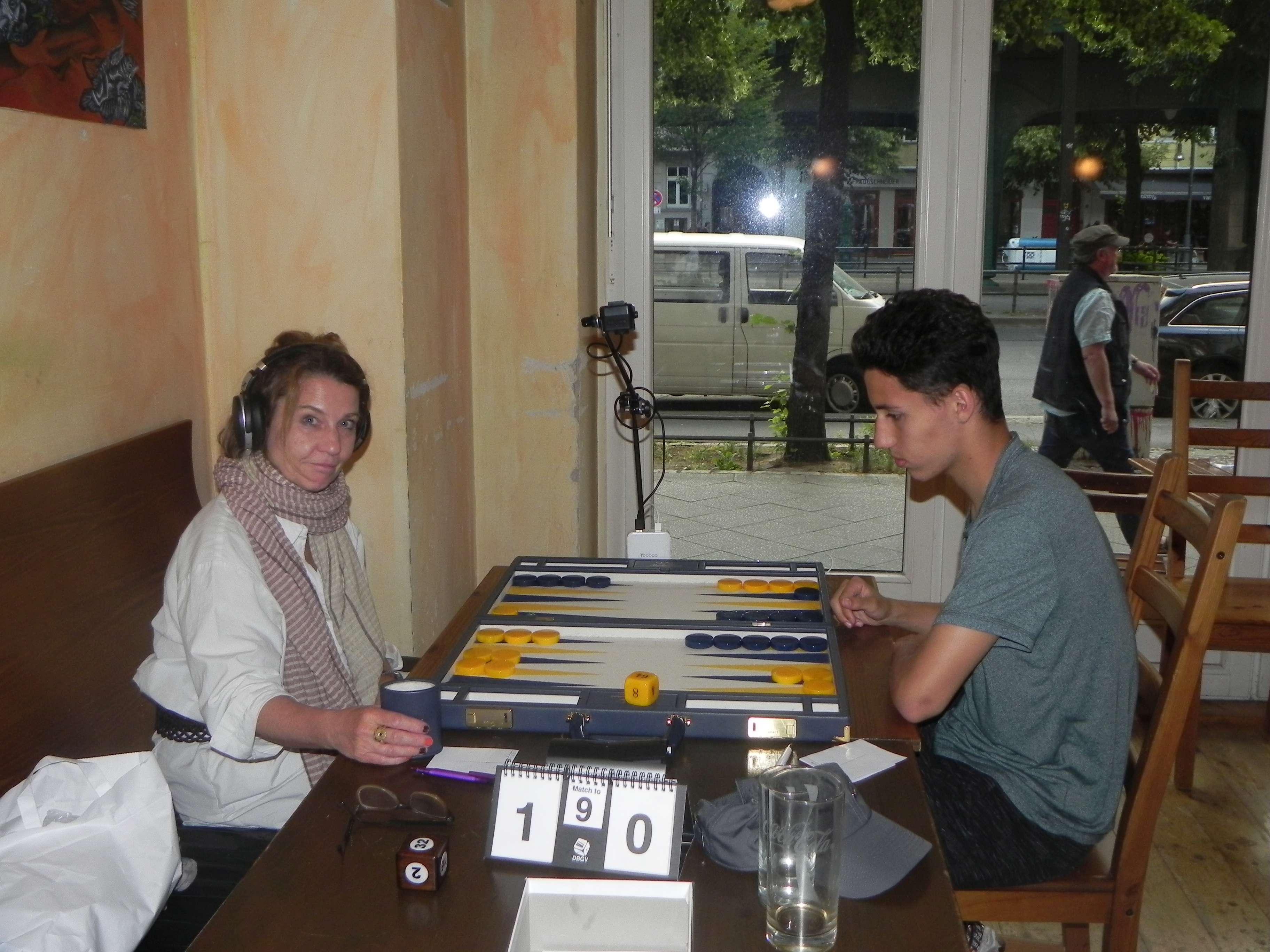 Familienangelegenheit im Finale der Second Chance: Sabine Brinkmann und Yonas Lamnabhi. Sabine lacht nicht wie gewohnt. Ahnt sie schon, dass sie dieses Match nicht gewinnen wird?