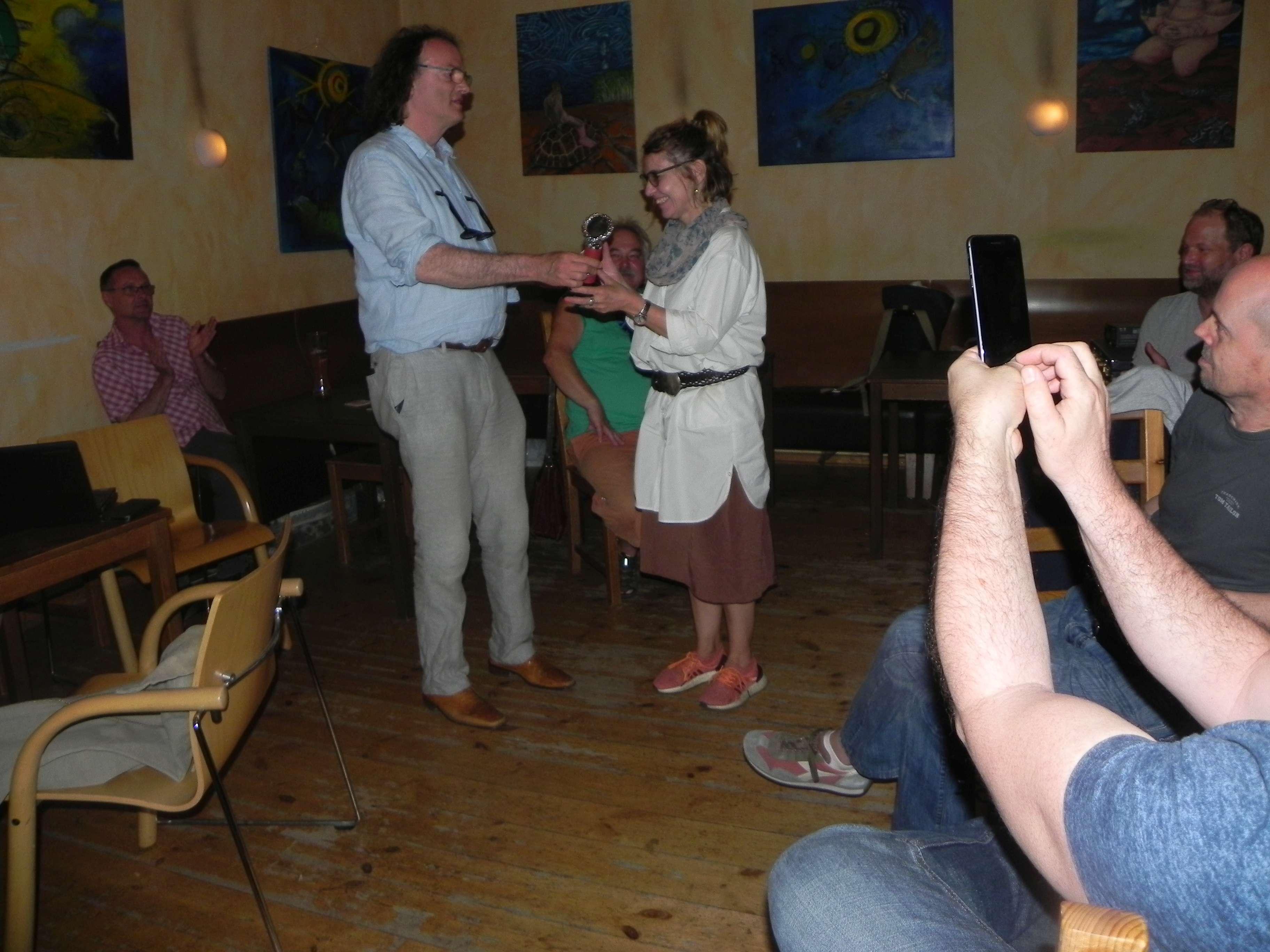 Erster Pokal für Sabine Brinkmann, Finalistin der Second Chance