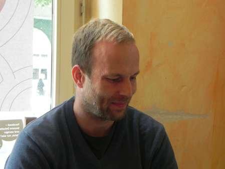Pavel Zaoral lächelt; wahrscheinlich spielt er eines seiner geliebten Backgames