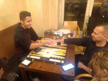 Freundschaftlicher Händedruck vor dem Finale: Yonas Lamnabhi (li) und Paul Schlegel sehen optimistisch in die nahe Zukunft