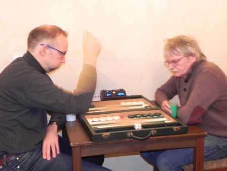 Frank von Willert (li), Kalle Baatz. Frank seufzt schon im ersten Match, heute wird ihm nichts gelingen